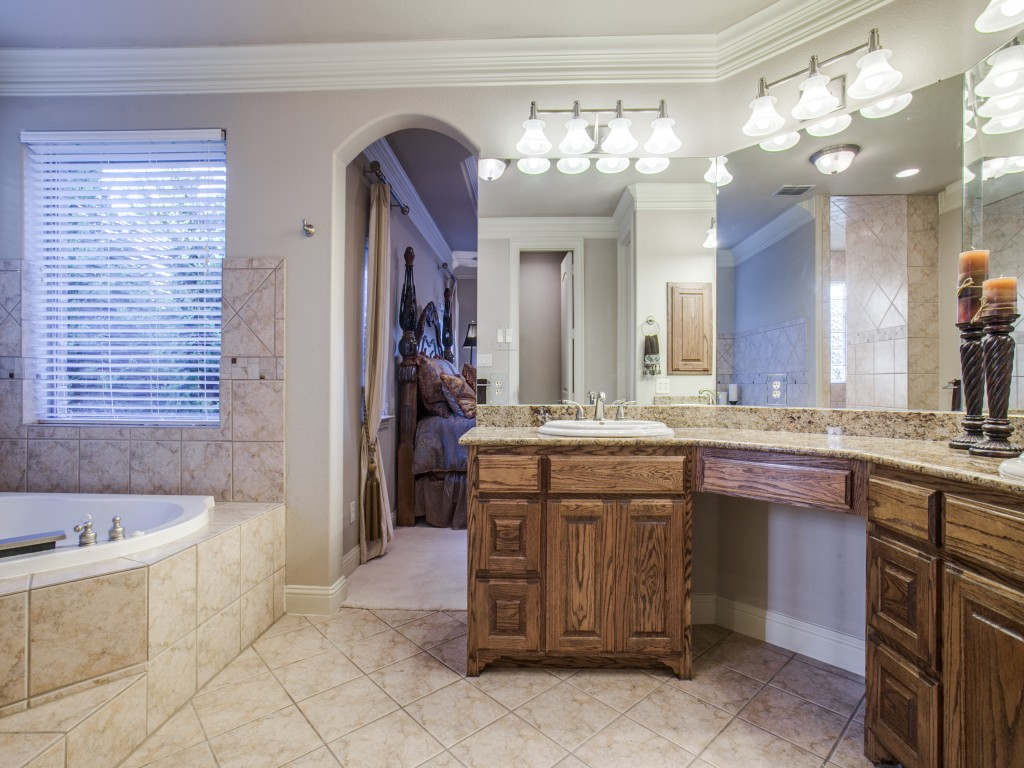 Soak in this jetted tub with a view so private, the owner has removed the blinds and keeps them in the attic! Dim the lights, add candles and take a long bath in the jacuzzi tub.